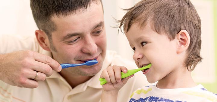Quando iniciar e como realizar a higiene bucal dos pequenos?