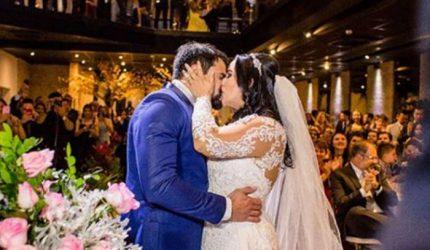 Recém-casada, Fabiola Gadelha sensualiza para o marido dentista e agita festa